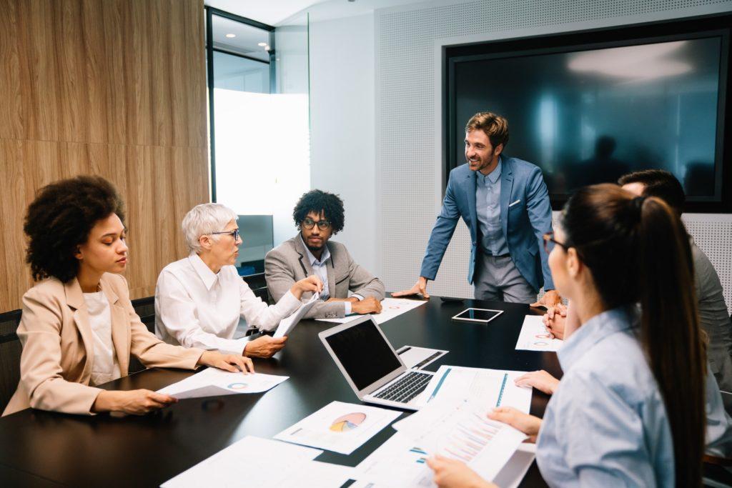 Kreatives Meeting im Büro - Steuerberatung Hunold